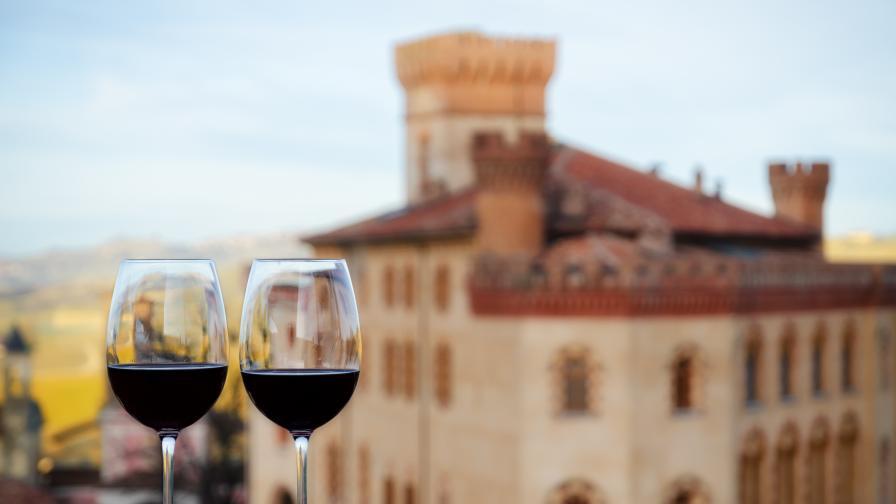 """Заведенията в Италия отвориха древните """"винени прозорци"""", използвани по време на чумата"""