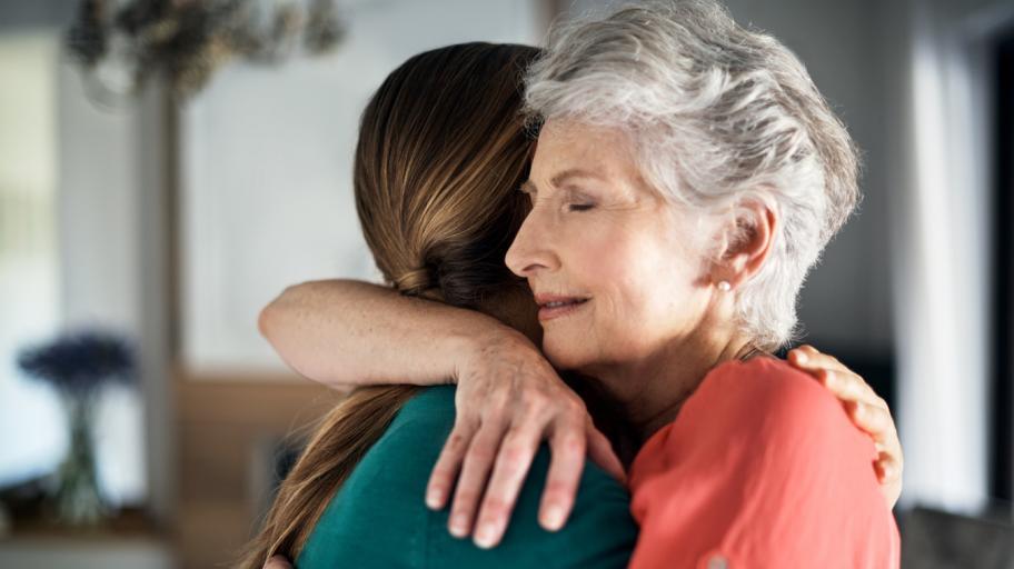 Майка прегърна отново дъщеря си, отвлечена преди 34 години