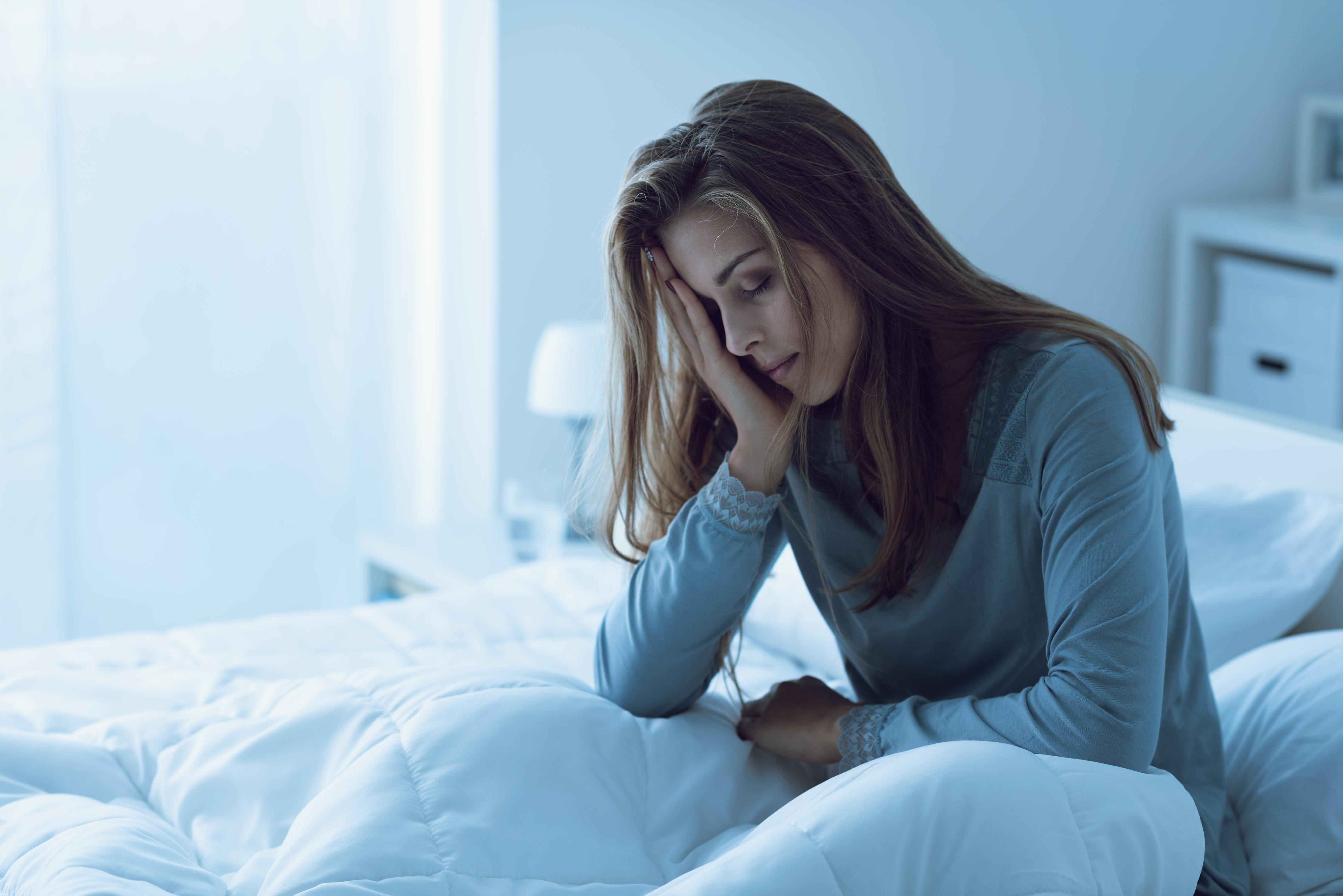<p><strong>1. Повече продуктивност и концентрация</strong></p>  <p>Мозъкът ни не може да функционира правилно, ако не сме си отпочинали добре през нощта. Недостатъчният сън води до намален приток на кръв към мозъка. А това оказва негативен ефект върху неговата дейност. Нарушава&nbsp; се мисловният процес, логиката и възможността да решаваме проблеми. Забравяме много повече и не можем да се фокусираме.&nbsp;</p>