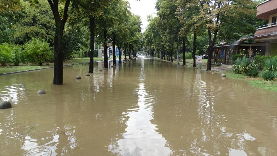 Дъжд в София, потоп в Благоевград и градушка в Перник