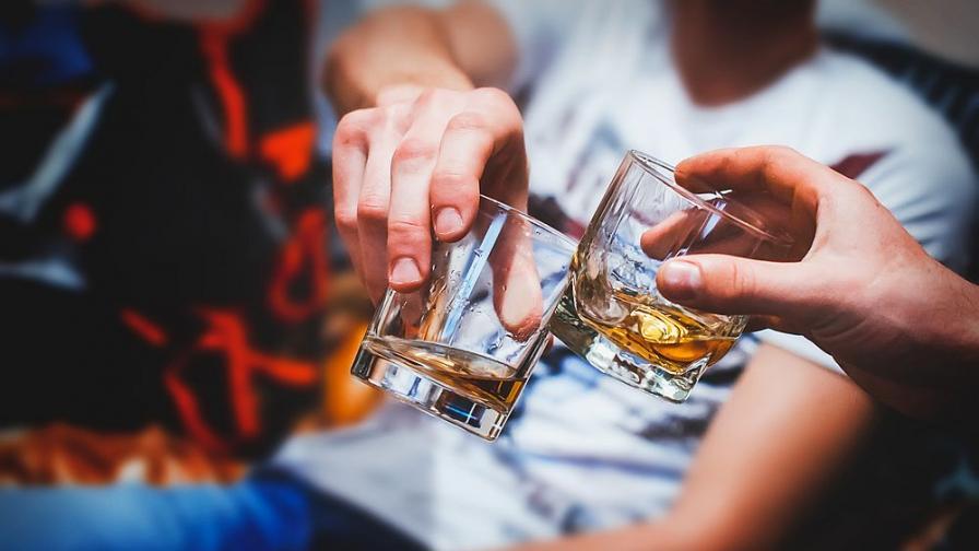 Алкохолът и цигарите повишават риска от заразяване с COVID-19