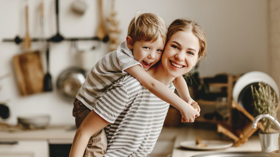 Защо майките имат вина за мухльовците наоколо