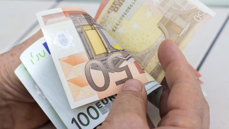 <p>Домбровскис: България може да въведе еврото през 2024 г.</p>