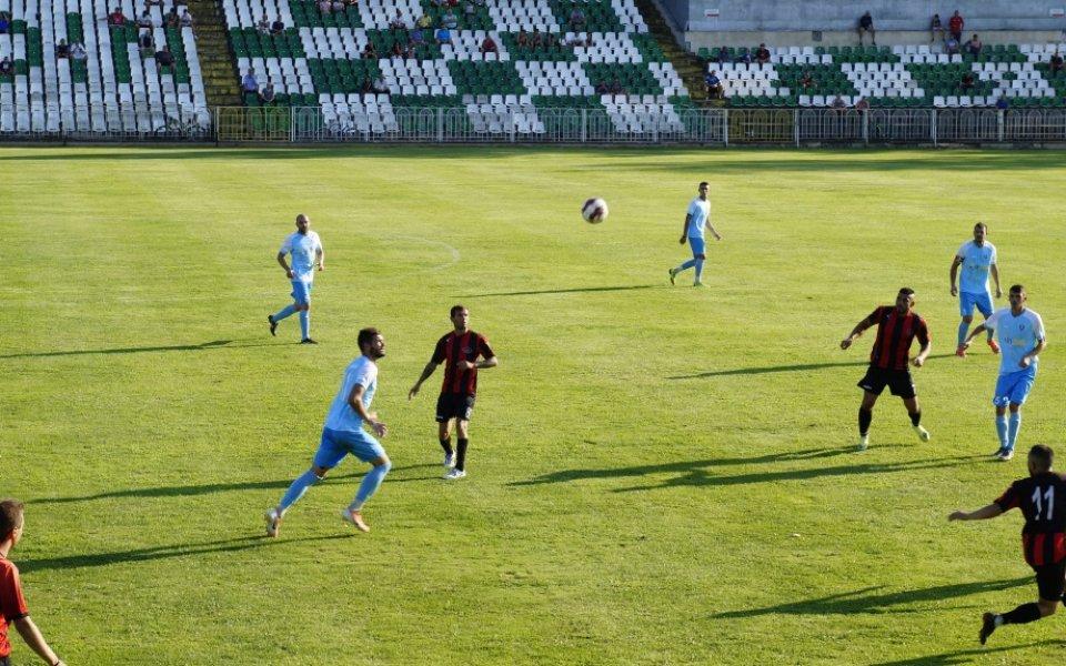 Локомотив Мездра с първа победа през сезона след обрат срещу Академик Свищов
