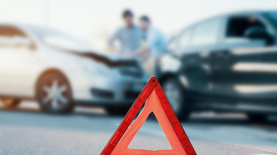 Катастрофа между два тира и цистерна блокира пътя Русе – Разград