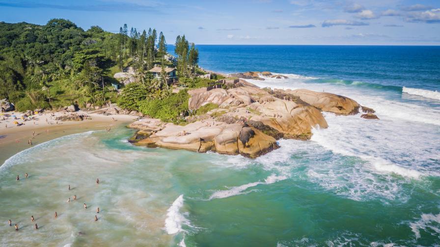 Бразилия отваря островите си, но само за туристи, преболедували COVID-19