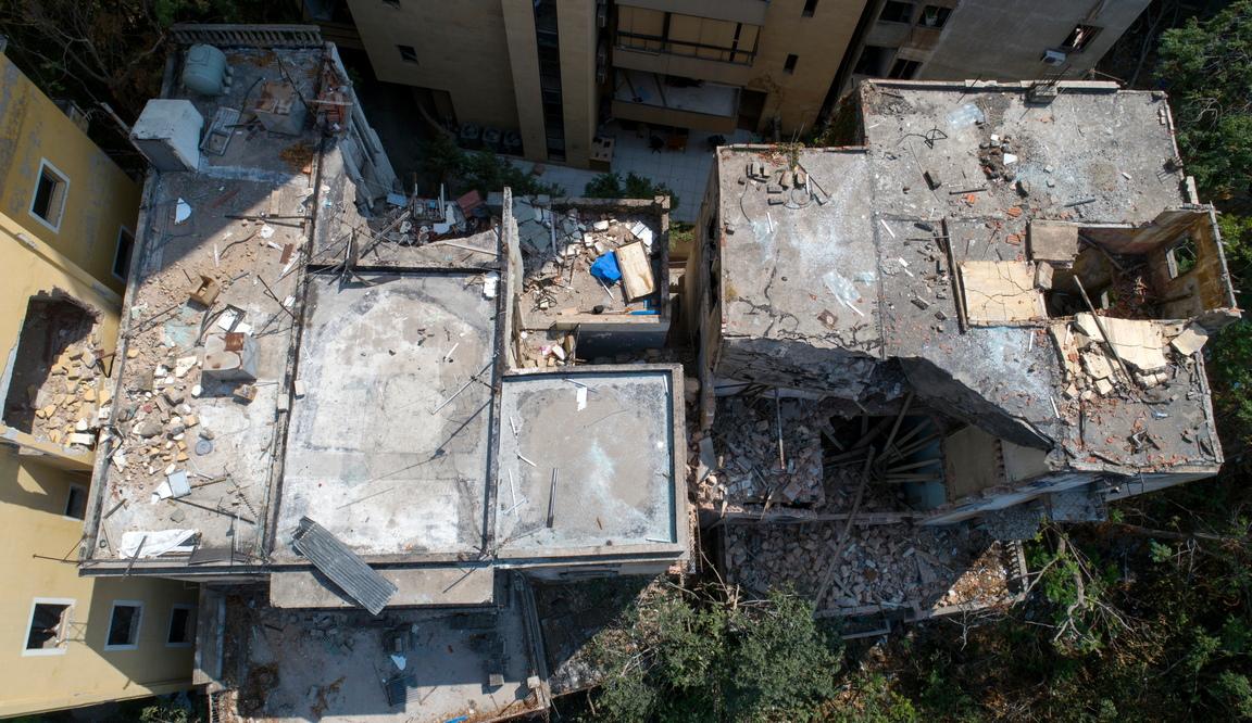 <p>Според ливанското здравно министерство най-малко 181 души са убити, а повече от шест хиляди са ранени при взрива в Бейрут, който опустоши зоната на пристанището, се смята, че е причинена от приблизително 2750 тона амониев нитрат, съхраняван в склад</p>