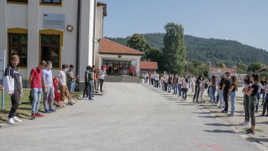 Как България помогна на гимназията в Босилеград