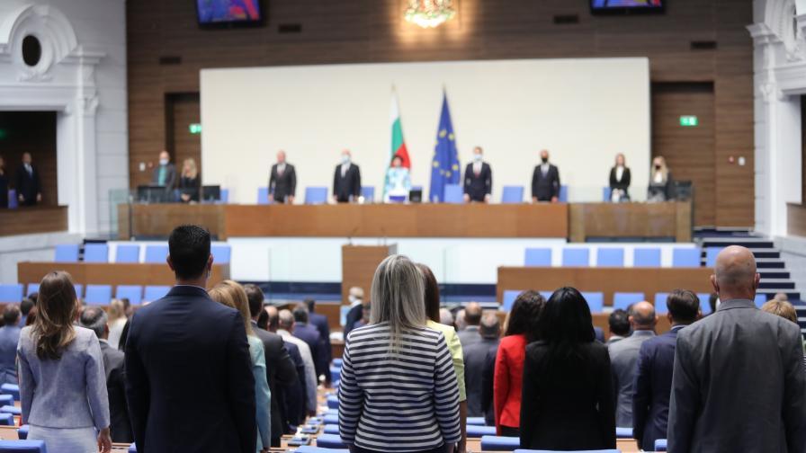Започна новата сесия на Парламента, ГЕРБ и Обединени патриоти напуснаха залата
