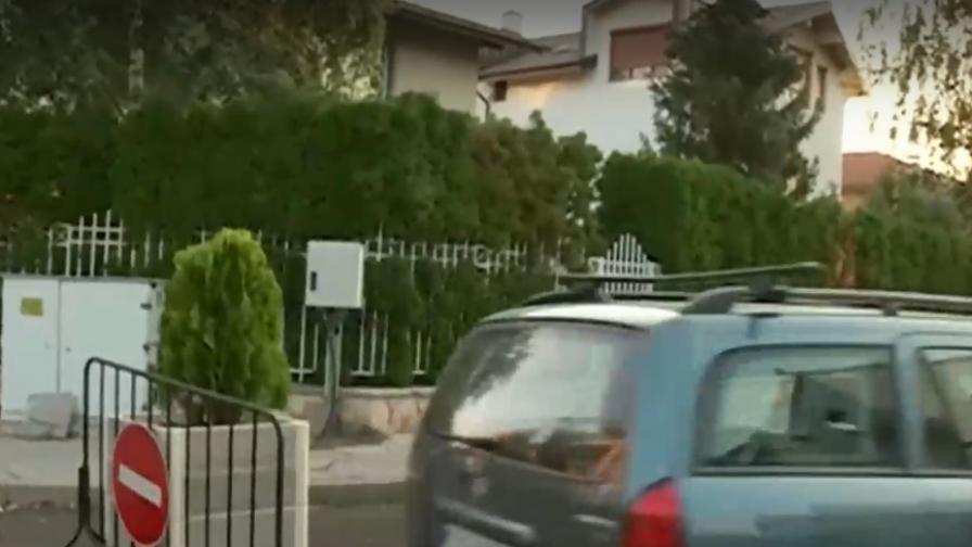 Гардове затвориха частна улица в София