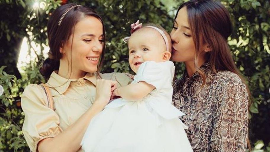 С много плач и малко екстремни ситуации: Наум Шопов и Теа кръстиха малката Амая