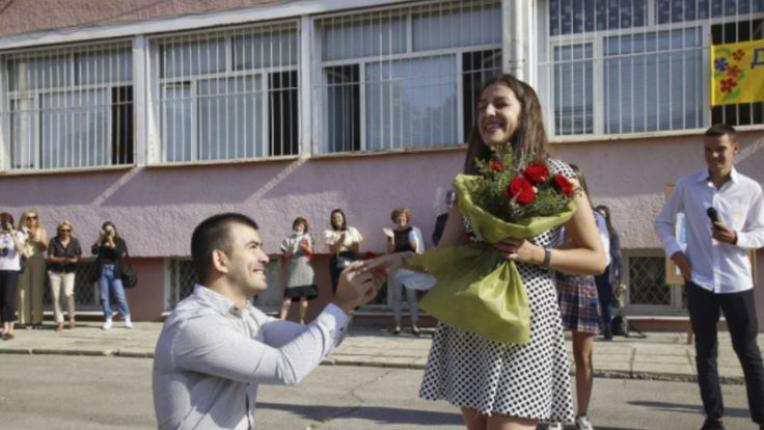 Учителка получи предложение за брак в първия учебен ден