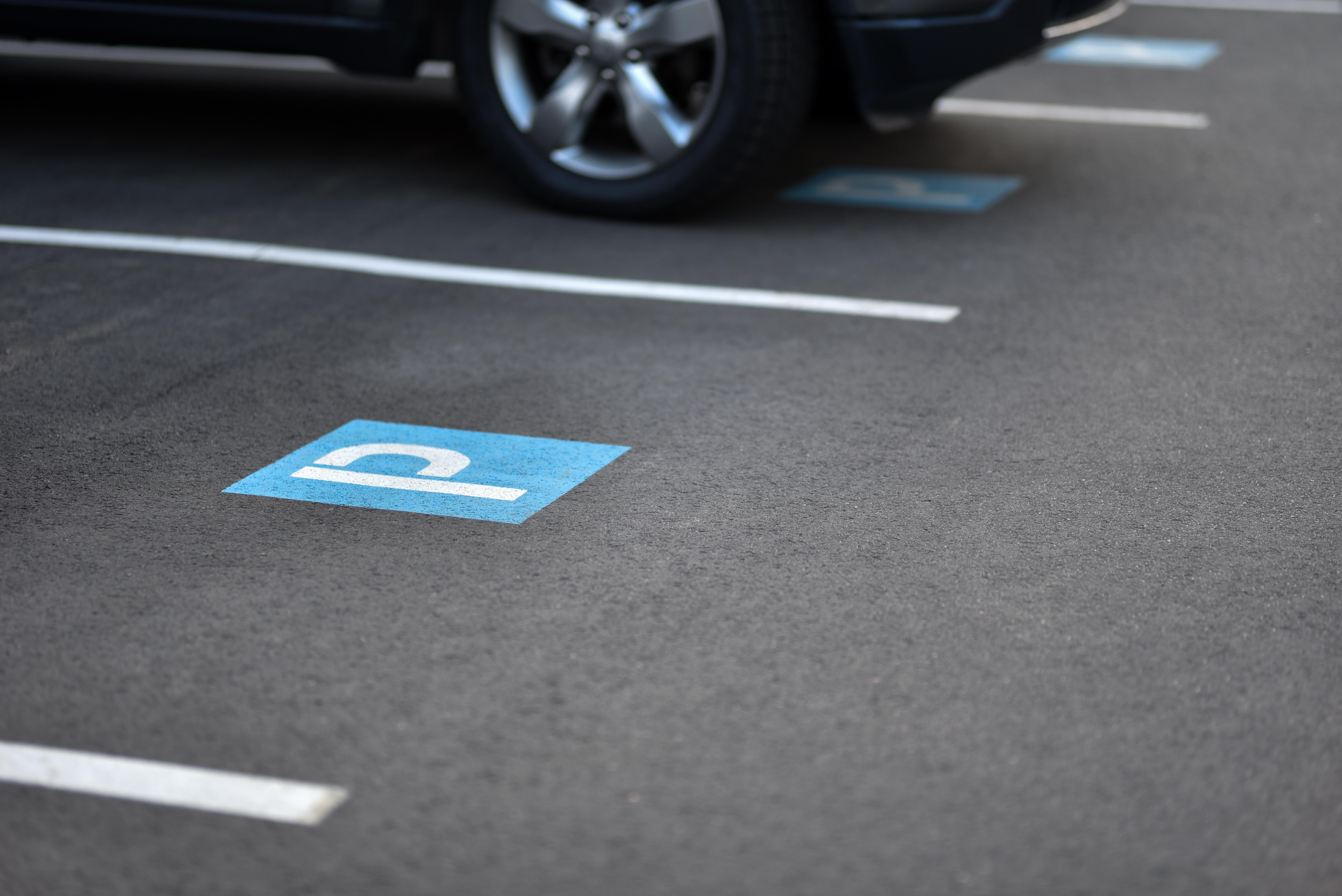 <p>11. Унгария<br /> Намирането на място за паркиране, което не струва цяло състояние, може да бъде трудно на много места, но в Будапеща е възможно да паркирате колата си за до 4 часа, без да обирате банка.</p>