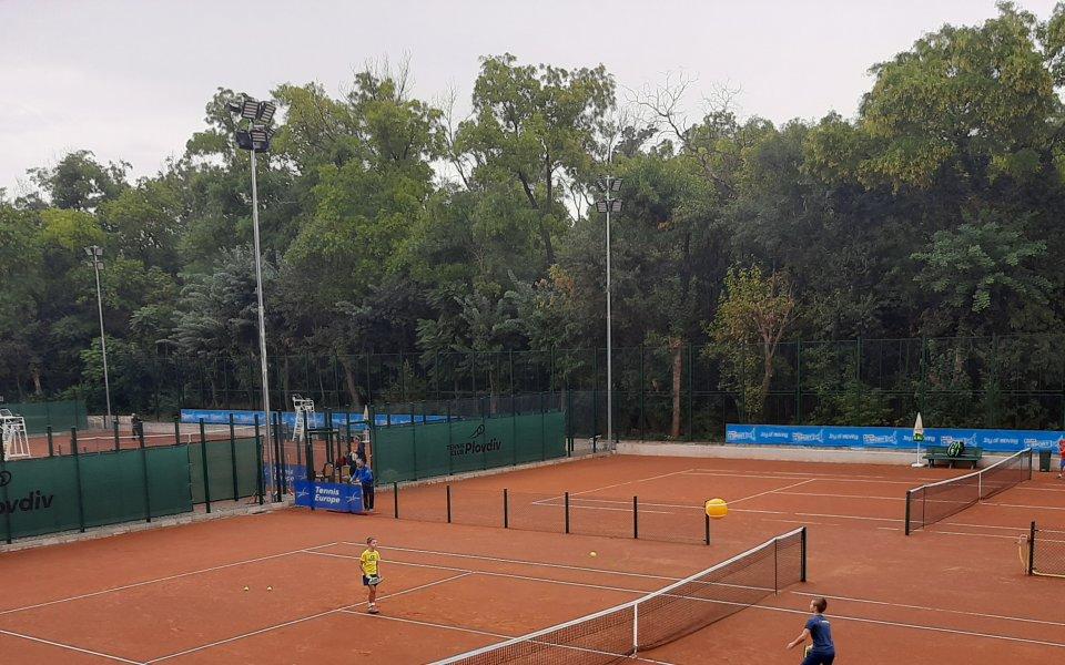 100 деца откриха новия тенис комплекс в парка наМладежкия хълм