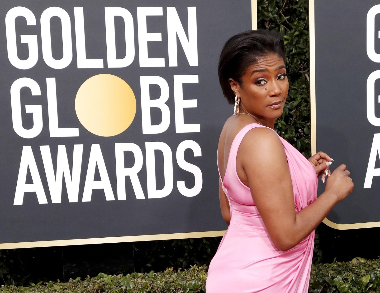 <p>Когато журналист написа &bdquo;бременна&ldquo; на снимка на комедийната звезда Тифани Хадиш от церемонията за наградите &bdquo;Златен глобус&ldquo;, тя отговори перфектно: &bdquo;Не просто дебеля&ldquo;.</p>