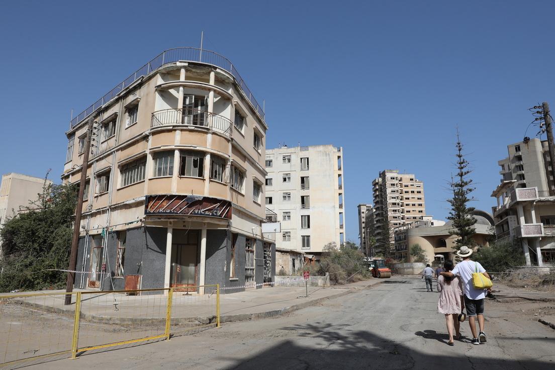 <p>Улица в изоставения квартал Вароша във Фамагуста, Кипър</p>