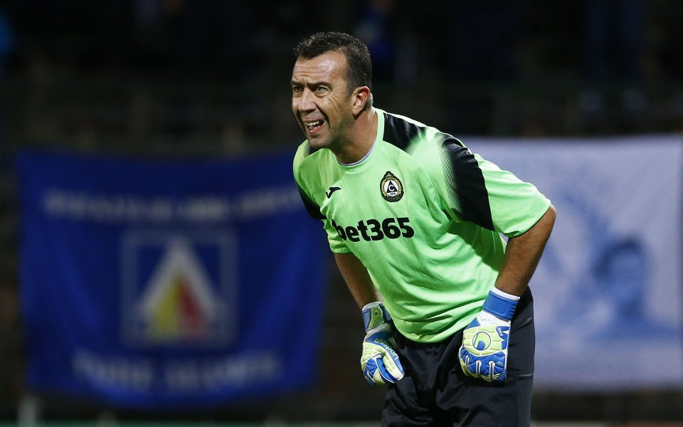 Вратарят на Славия Георги Петков най-вероятно ще остане в отбора