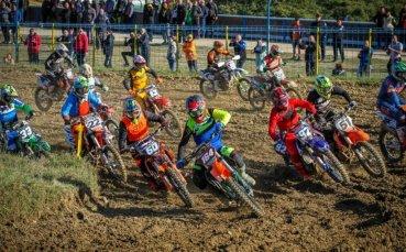 Силен мотокрос в последния кръг за сезона видя публиката в Севлиево