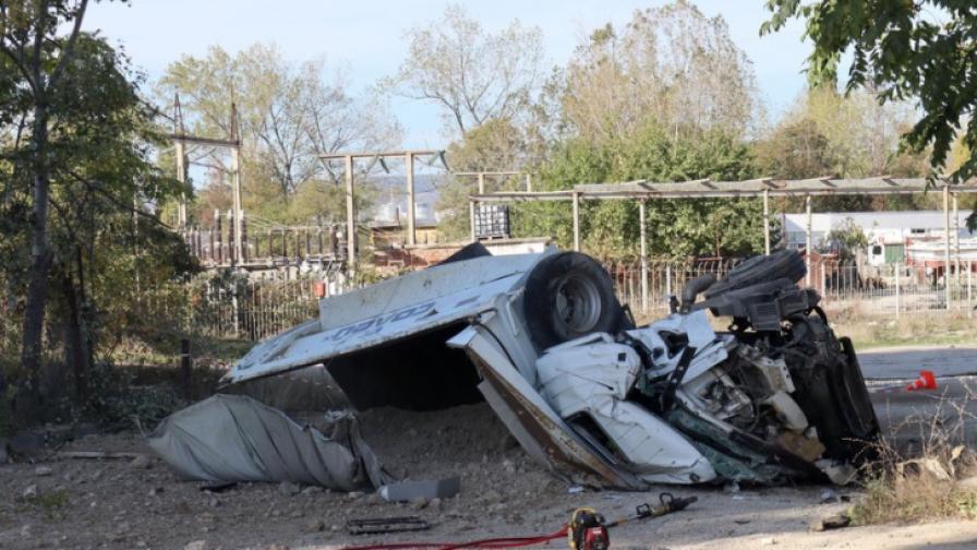 <p>Камион падна от Аспаруховия мост, шофьорът загина</p>