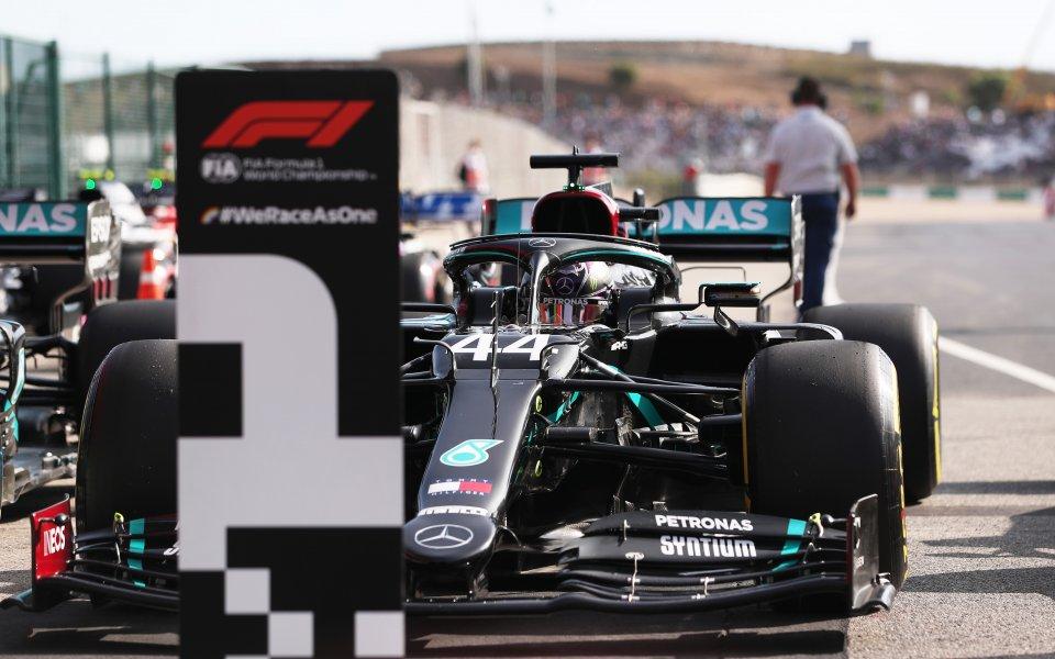 Защитаващият световната си титла във Формула 1 Люис Хамилтън грабна