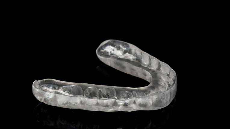 Как да избелим пожълтелите зъби