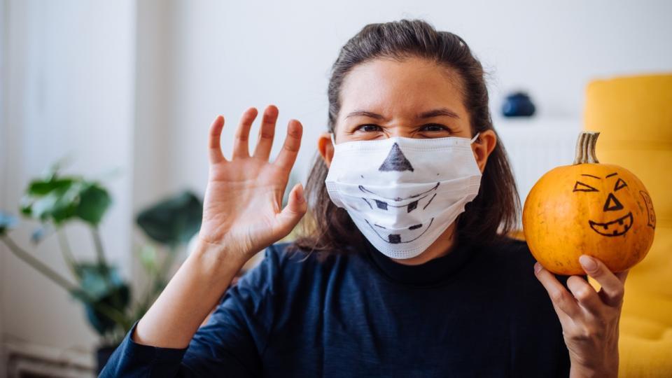 Хелоуин маска жена коронавирус тиква