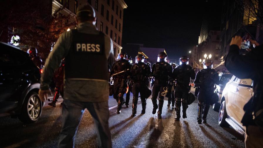 <p>Втори ден на протести и сблъсъци в САЩ</p>