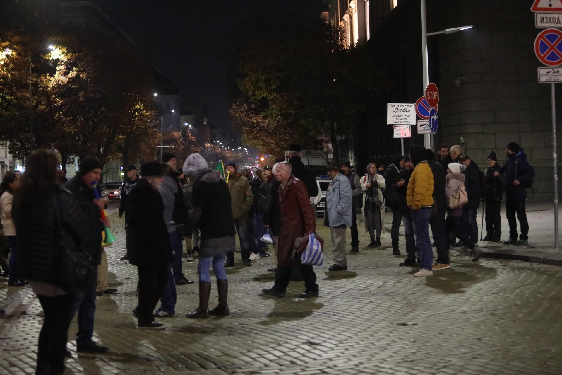 <p>124 дни на антиправителствени протести</p>