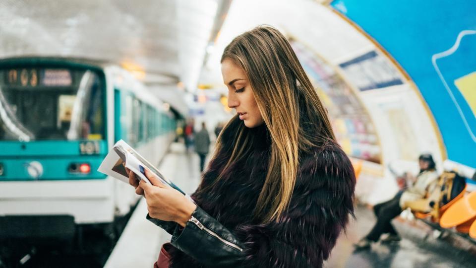 мода градски транспорт жена списание