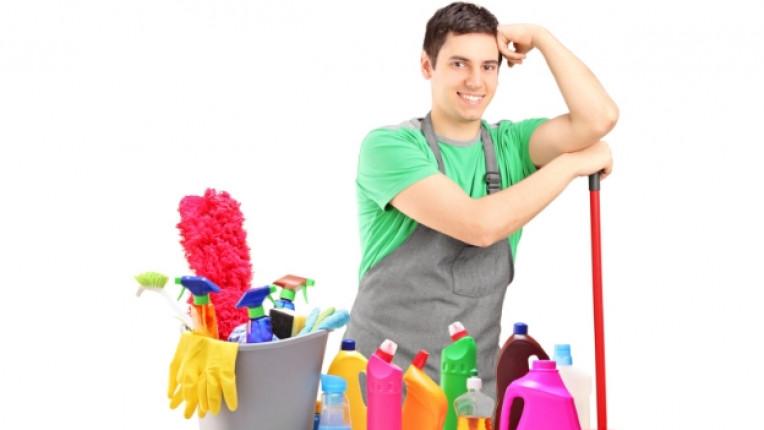 домакинска работа готвене гладене почистване метене семейна двойка свободно време