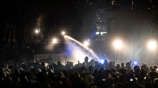 https://m5.netinfo.bg/media/images/44960/44960873/512-288-protest-sreshtu-zakona-za-globalnata-sigurnost-policejshtina-policiia-franciia.jpg