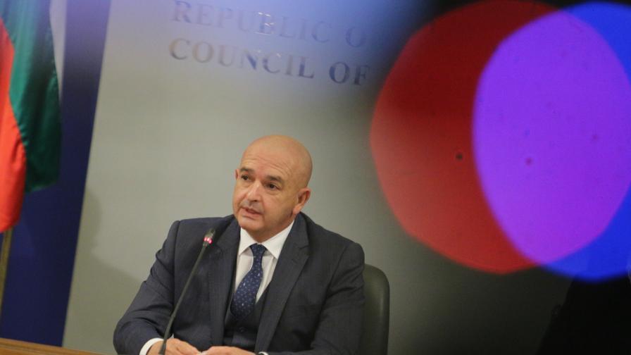 Мутафчийски каза кога очаква намаляване на смъртността
