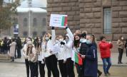 Протестиращи опитаха да влязат в сградата на МС