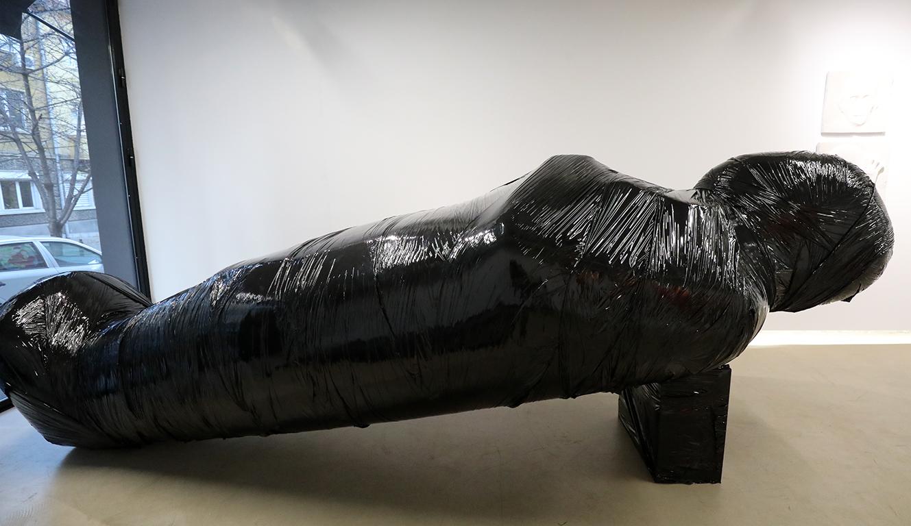 <p>Всеобща постановка. Изложба на Андрей Врабчев и Добромир Иван в Галерия &bdquo;DOZA&ldquo;</p>