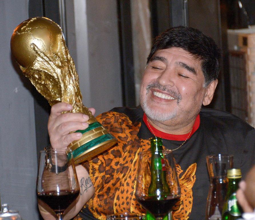 <p>Четири години по-късно Дон Диего отново е капитан на Аржентина и помага на тима да стигне до финала на Световното първенство през 1990 година, загубен от Германия.</p>  <p>&nbsp;</p>