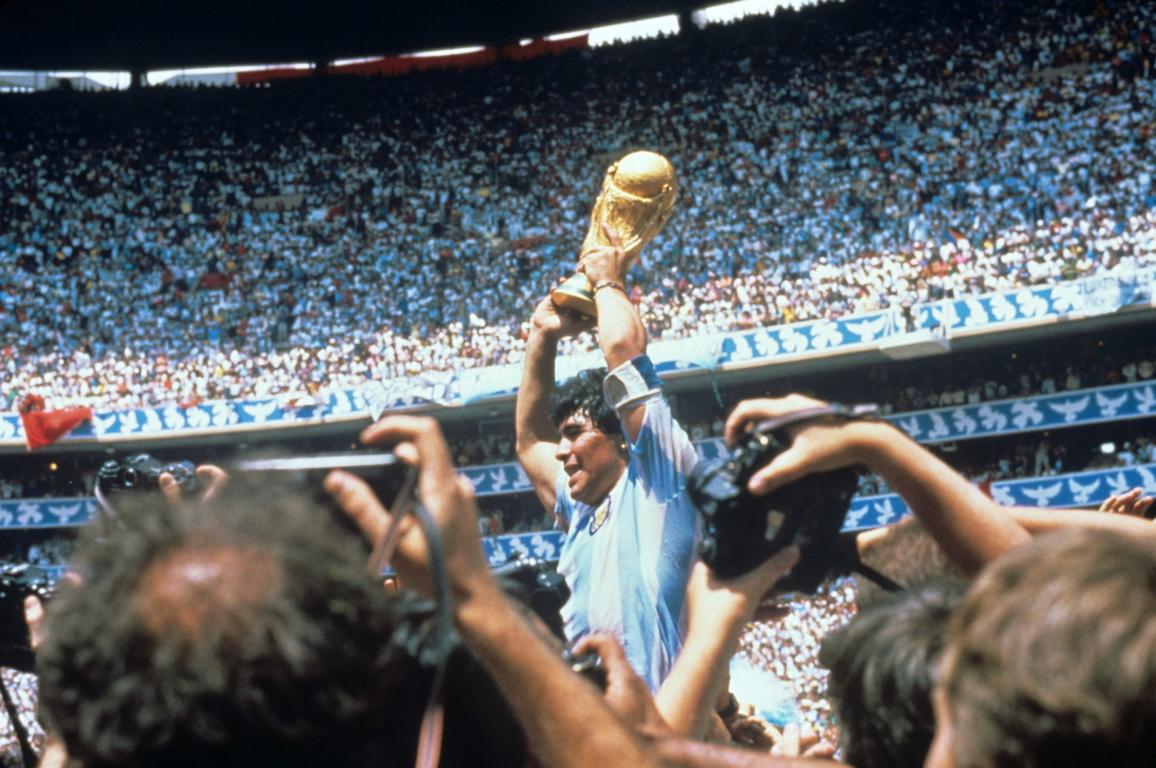<p>Диего Армандо Марадона е роден на 30 октомври 1960 година в градчето Ланус на юг от столицата на Аржентина Буенос Айрес.</p>