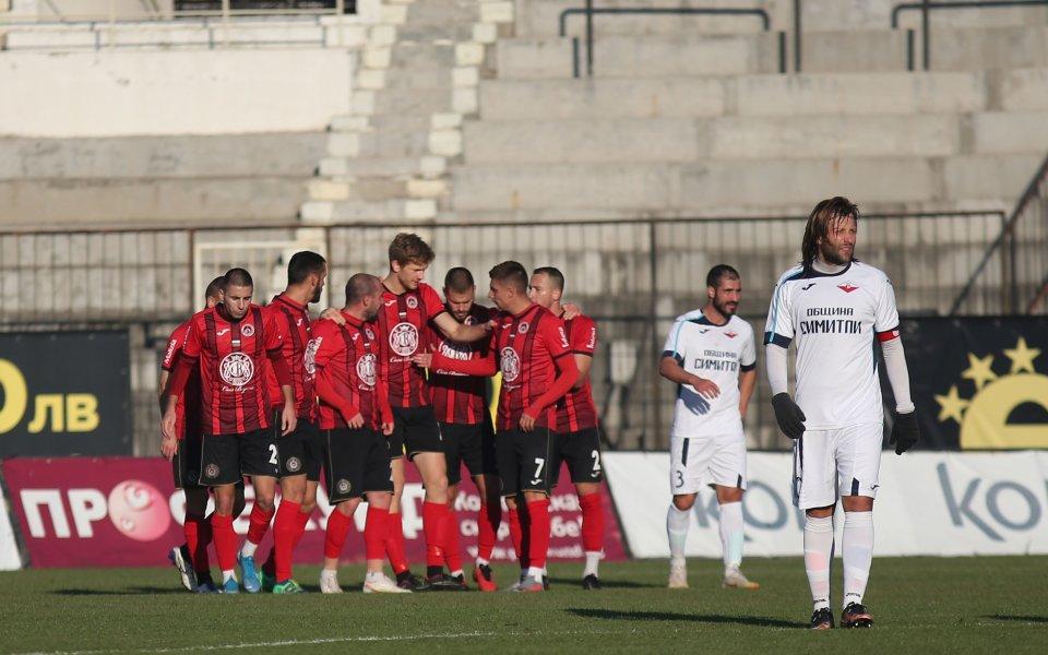 Отборите на Локомотив София и Септември Симитли играят при резултат