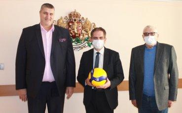 Любо Ганев поиска помощ за волейбола от правителството