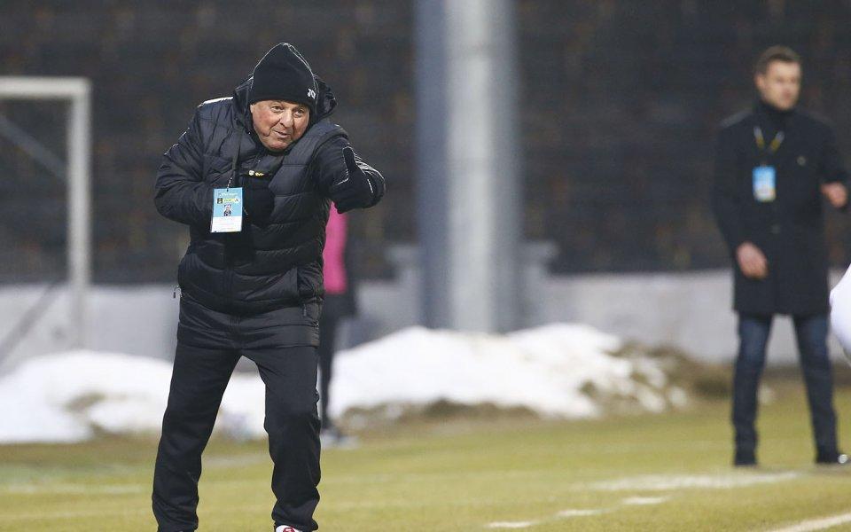 Треньорът на Славия Александър Тархановможе да подсили тима със свои