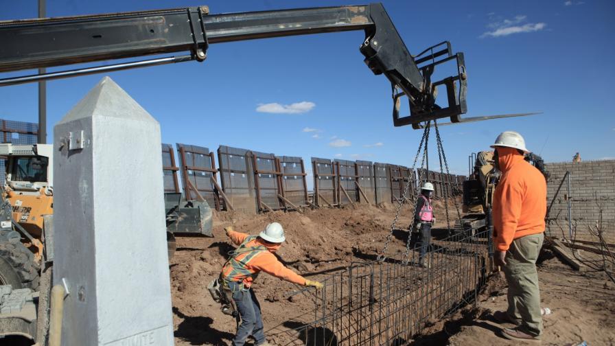 Строежът на стената на границата между САЩ и Мексико