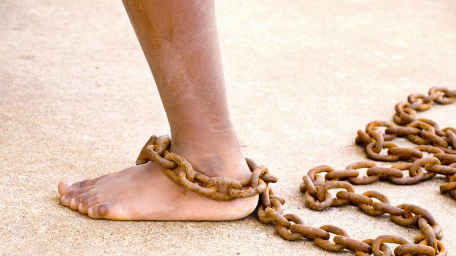 Деца, приковани с вериги като животни - традиция или жестокост