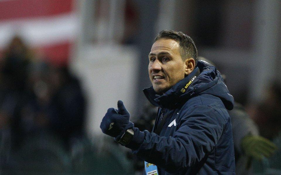 Помощник-треньорът на Левски - Живко Миланов, държи постоянна връзка със