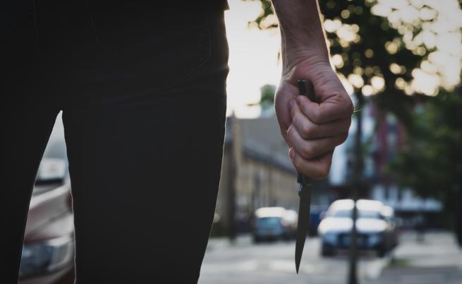 Мъж се опита да убие с нож 17-годишно момиче в Бургас
