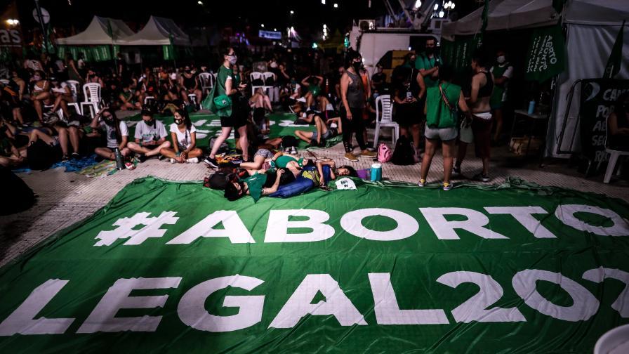 <p>Аржентина легализира абортите до 14-та седмица от бременността&nbsp;</p>