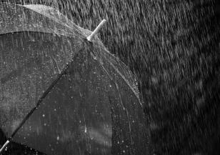 Пороен дъжд и силен вятър в сряда