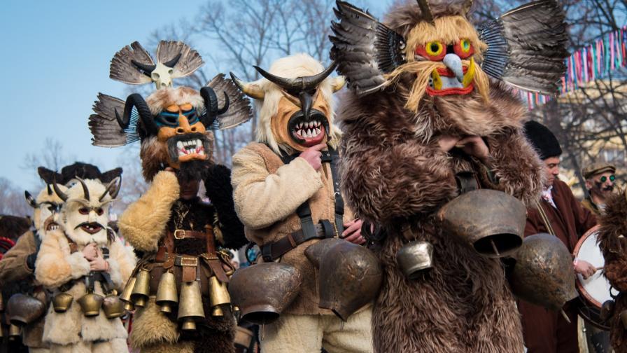 <p>Ще има ли кукерски ритуали след бедствието в Пернишко</p>