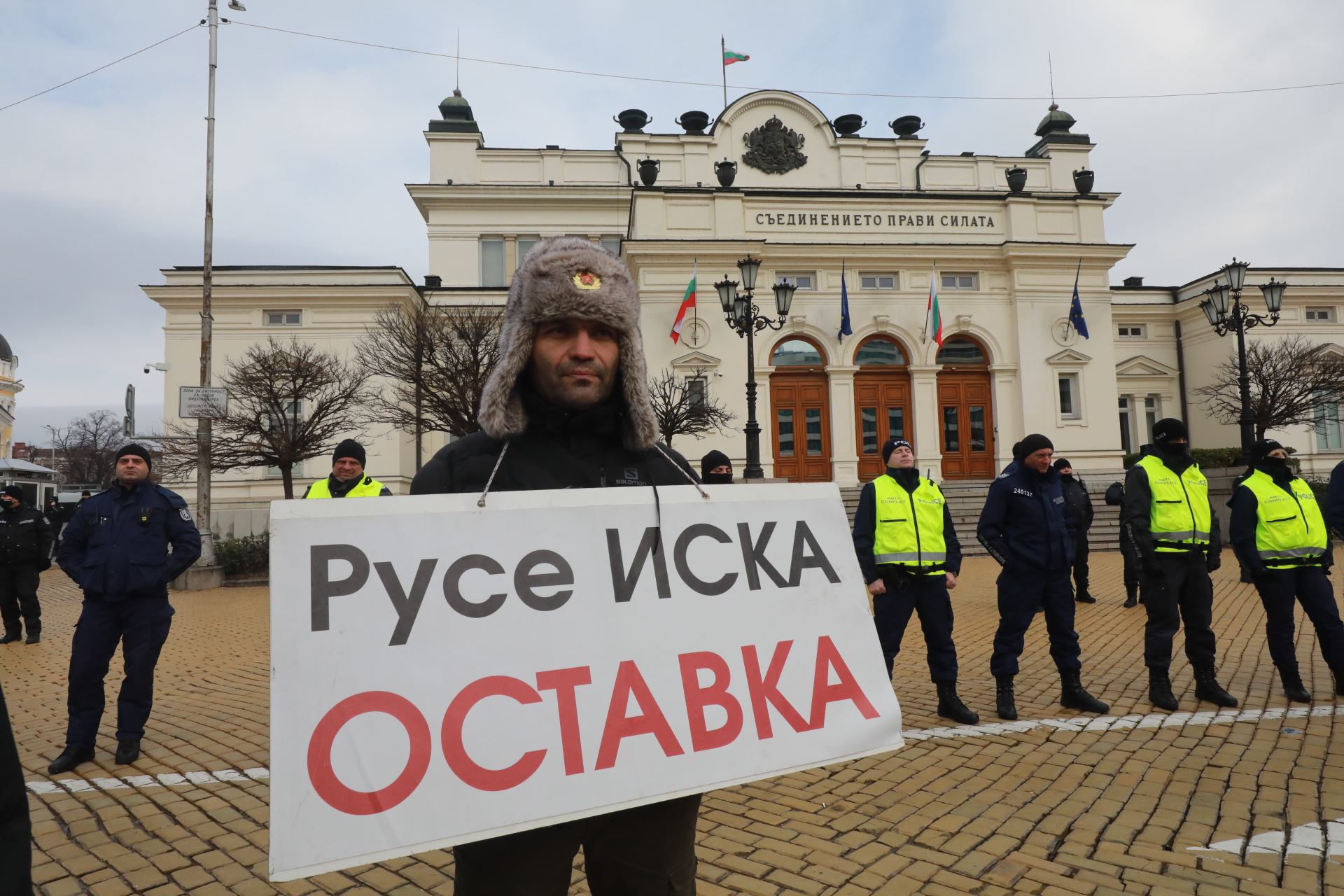 <p>В първия работен ден на депутатите: Протест на площад &quot;Народно събрание&quot;</p>