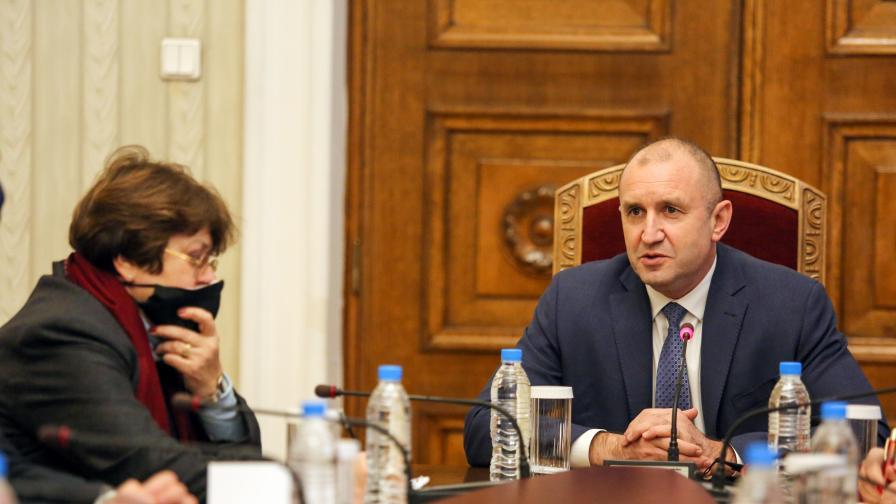 Продължават консултациите при Радев за предстоящите избори