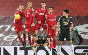 Юнайтед не се даде на Ливърпул, запази върха