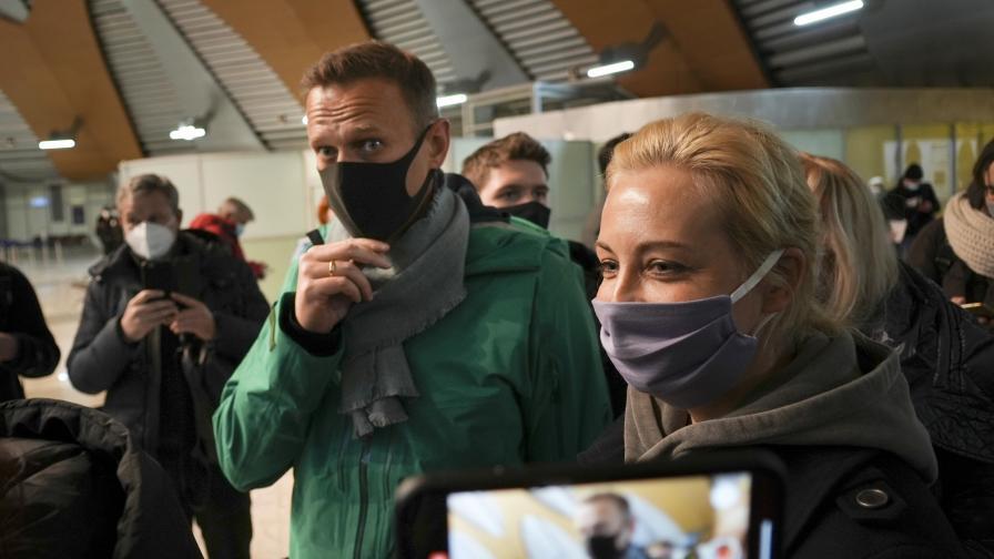 Алексей Навални беше задържан при завръщането си от Германия в Русия